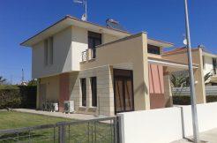 Amazing four bedrooms house for rent in Dekelia road