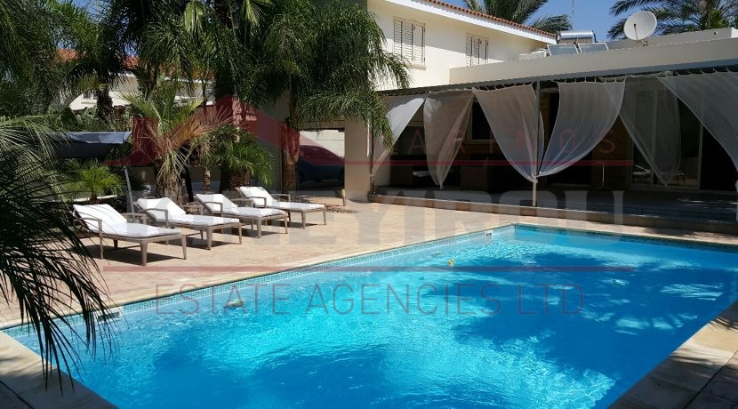 Luxury Three Bedroom House For Rent in Pervolia