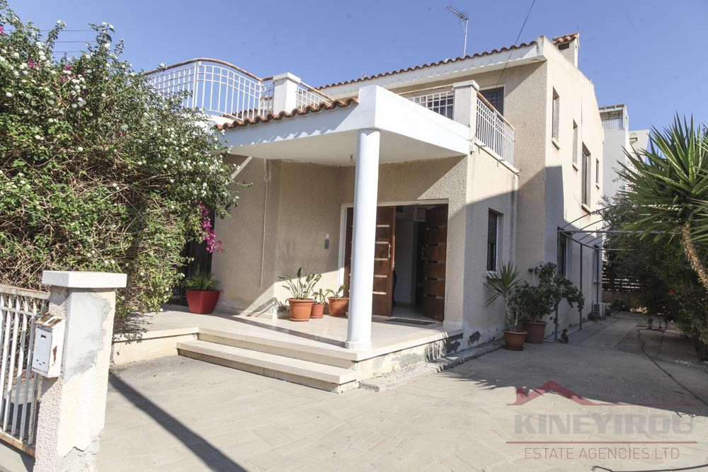 Spacious threee bedroom house for sale in Larnaca, New Hospital