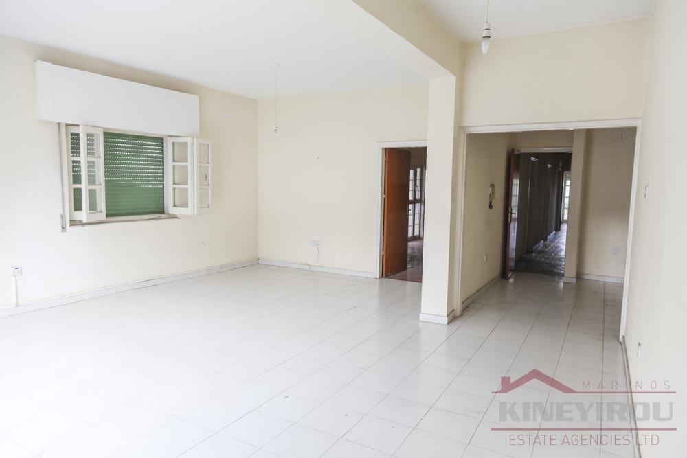 Spacious three bedroom apartment for sale in Faneromeni – Larnaca
