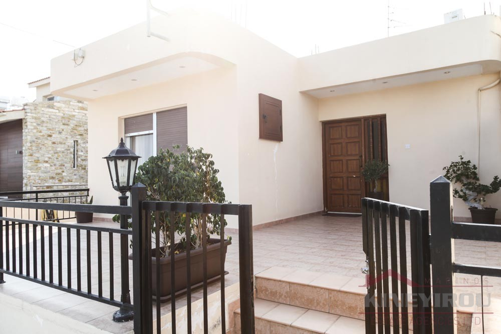 Spacious Three bedroom apartment house for sale in Larnaca, Kamares
