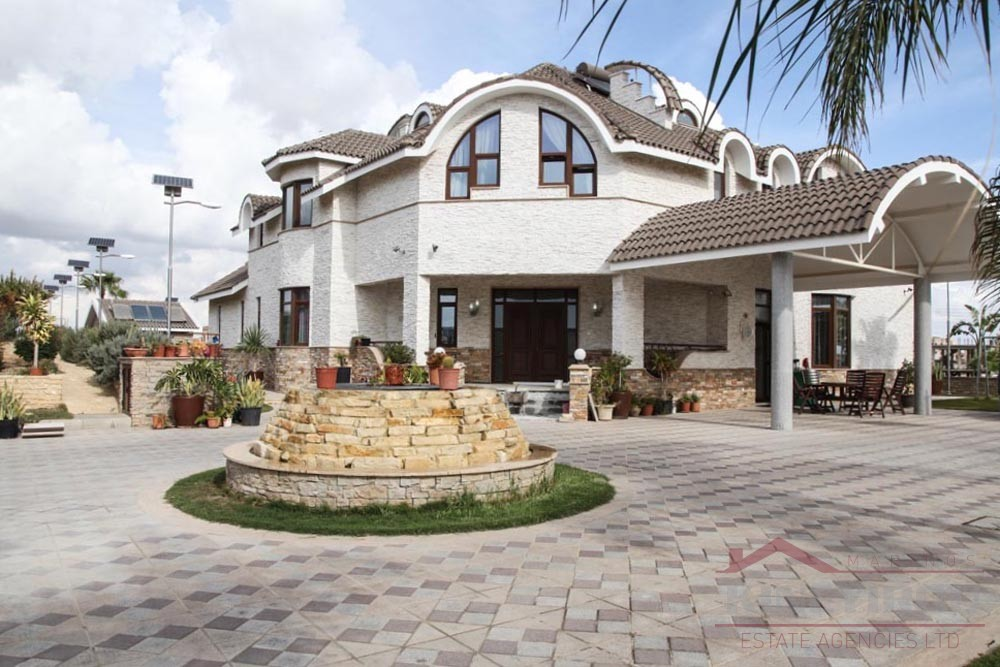 Luxury unique 6 bedroom house for Sale in Aradippou, Larnaca