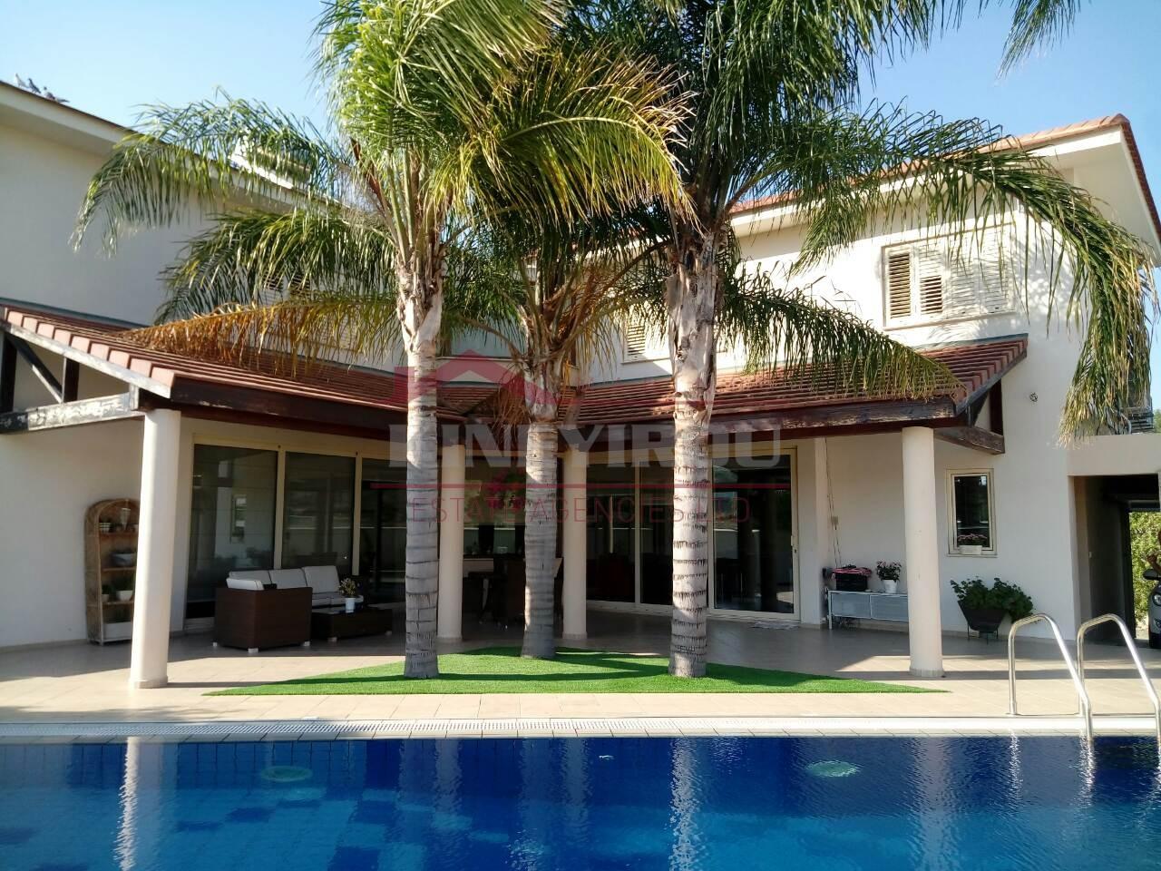 Luxury Villa in Ayia Varvara