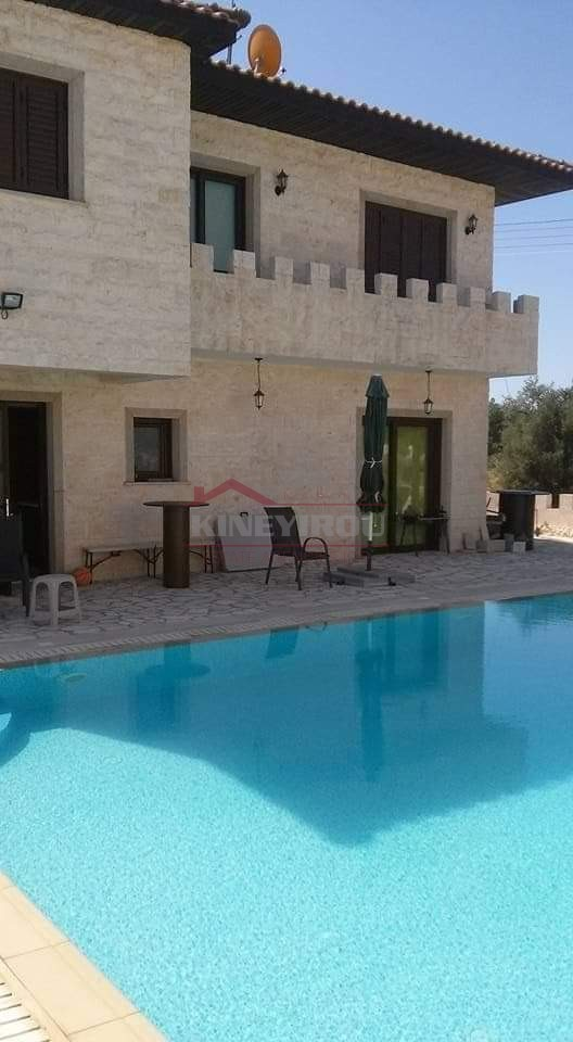 Amazing 4 Bedrooms House in Mosfiloti Village