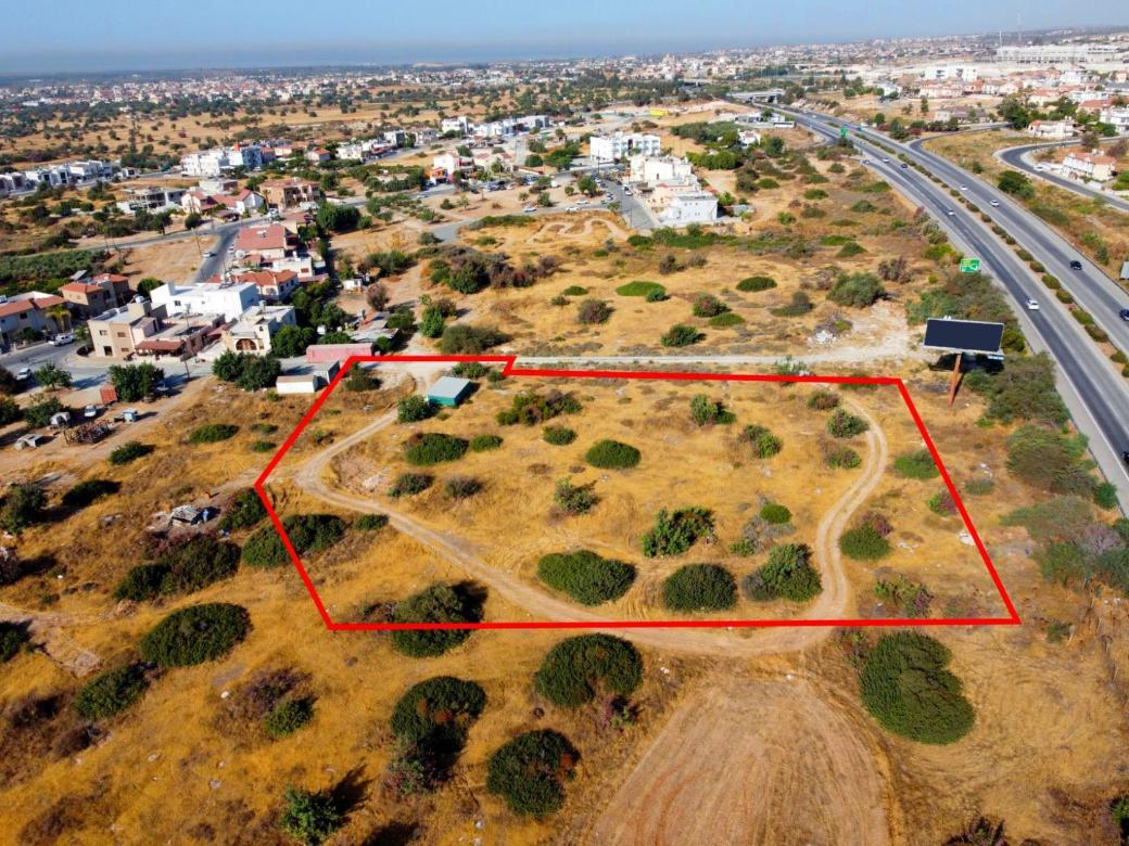 Shared field in Ypsonas, Limassol