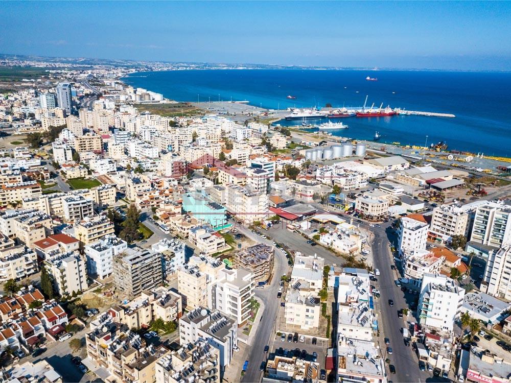 Plot in Makariou Avenue, Larnaca